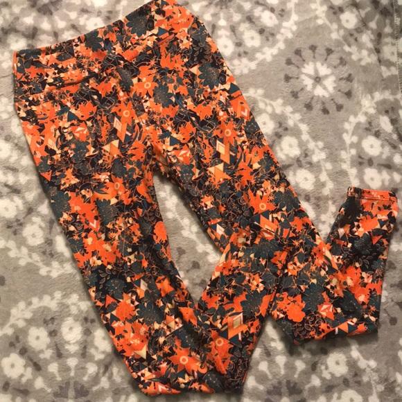 LuLaRoe Pants - Printed leggings